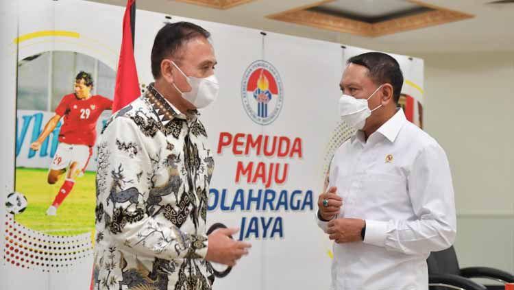 Ketua Umum PSSI melakukan rapat koordinasi dengan Menteri Pemuda dan Olahraga (Menpora) Zainudin Amali pada Senin (24/5) di kantor Kemenpora, Jakarta. Pertemuan ini membahas persiapan dan izin kompetisi Liga 1 dan 2 2021-2022. Copyright: © PSSI