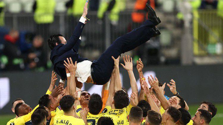 Unai Emery mendapat apresiasi dari pemain Villarreal pasca menjuarai Liga Europa 2020/21. Copyright: © twitter.com/EuropaLeague