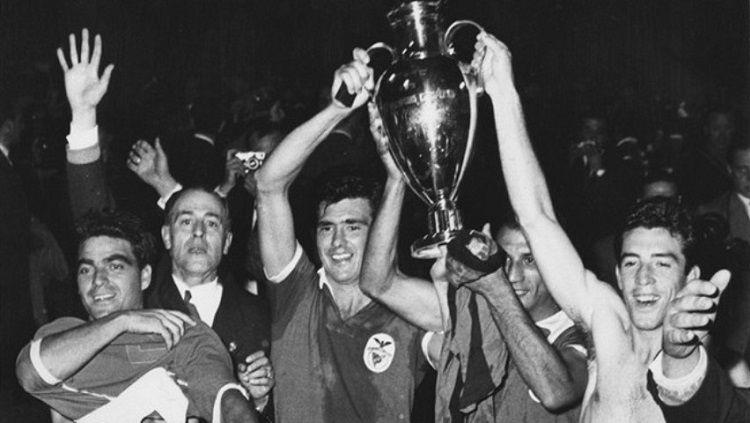Benfica menjuarai Liga Champions usai mengalahkan Barcelona di final, 31 Mei 1961. Copyright: © UEFA