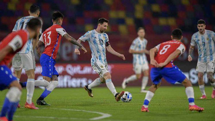 Berikut klasemen Copa America sementara kala Argentina tiru Brasil sebagai pemuncak grup. Copyright: © JUAN MABROMATA/POOL/AFP via Getty Images