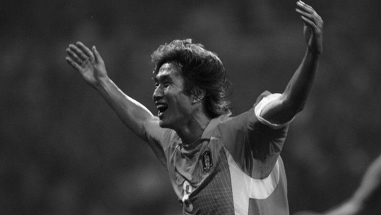 Pahlawan Korea Selatan di Piala Dunia 2002, Yoo Sang-chul, dilaporkan meninggal dunia. Copyright: © twitter.com/FIFAWorldCup