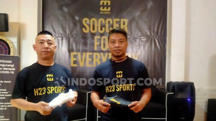 Hamka Hamzah saat meluncurkan brand sepatu bola miliknya dengan nama H23 Sports. Copyright: © Zainal Hasan/INDOSPORT