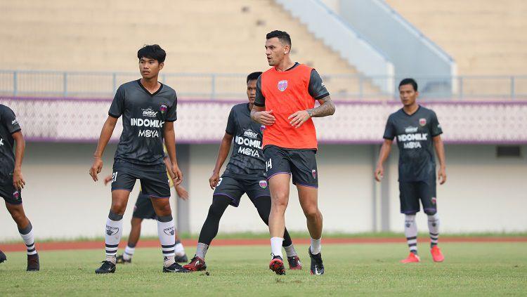 Tim Persita Tangerang saat menggelar latihan sebagai persiapan Liga 1 2021. Copyright: © Media Persita Tangerang