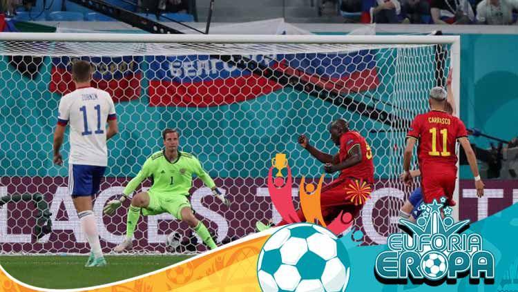 Romelu Lukaku saat mencetak gol pertama Belgia atas Rusia dalam laga perdana Euro 2020. Copyright: © Evgenia Novozhenina - Pool/Getty Images