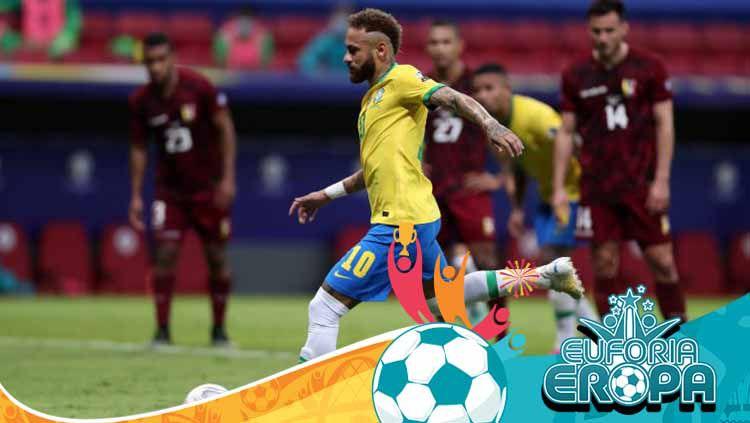 Neymar saat sedang mengeksekusi tendangan penalti dalam laga Copa America 2021 Brasil vs Venezuela. Copyright: © Buda Mendes/Getty Images