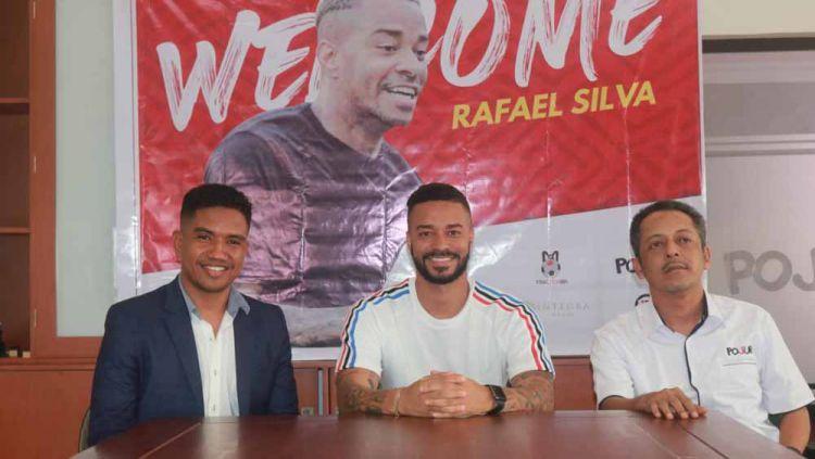 Perkenalan Rafael Silva sebagai striker asing baru Madura United. Copyright: © MO Madura Utd