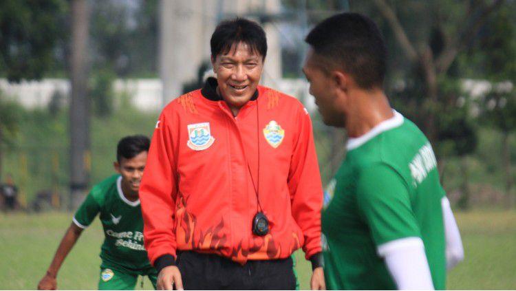 Pelatih PSKC Cimahi, Robby Darwis. Copyright: © Arif Rahman/INDOSPORT