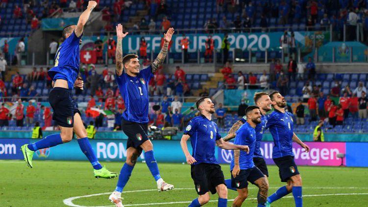 Selebrasi yang dilakukan para pemain Italia setelah dipastikan lolos ke 16 besar Euro 2020 Copyright: © Photo by Claudio Villa/Getty Images