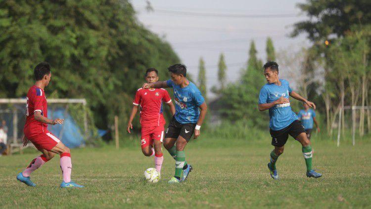 PSMS Medan saat melakoni laga uji coba kontra Karo United, Jumat (18/6/21) petang. Copyright: © Media Officer PSMS