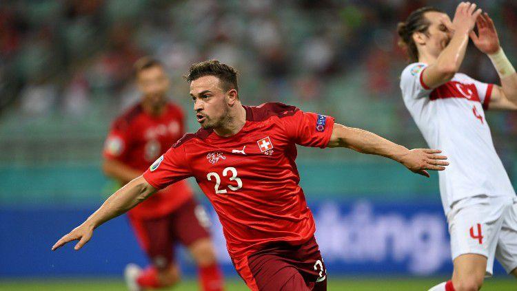 Selebrasi Xherdan Shaqiri usai mencetak gol ketiga Swiss ke gawang Turki. Copyright: © Ozan Kose/Getty Images