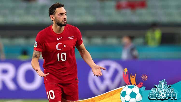 Hakan Calhanoglu, pemain Timnas Turki. Copyright: © Ali Balikci/Anadolu Agency via Getty Images