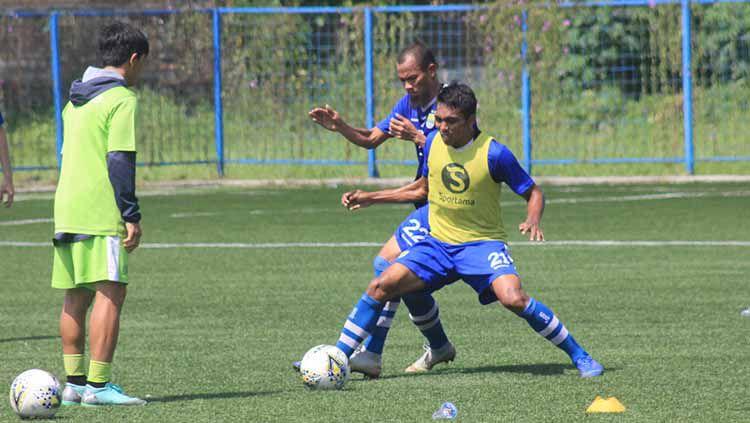 Menjelang turnamen Piala Walikota Solo 2021 dan Liga 1 2021, Frets Butuan merasa fisiknya semakin meningkat setelah menjalankan program latihan di Persib. Copyright: © Arif Rahman/INDOSPORT
