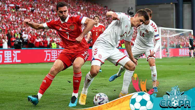 Ini duel Timnas Rusia vs Denmark di Euro 2020. Copyright: © Martin Rose/Getty Images