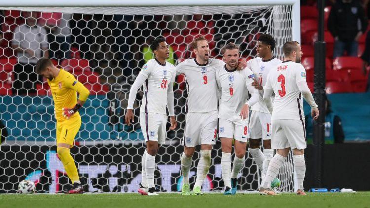 Skuad Inggris selebrasi usai mengalahkan Ceko di Euro 2020 Copyright: © twitter.com/EURO2020