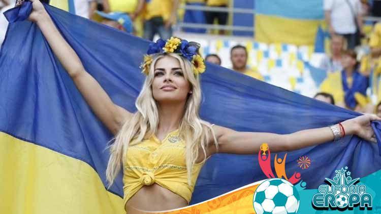 Ukraina akan menghadapi Inggris di perempat final Euro 2020, Minggu (04/07/21) dini hari WIB. Berikut 5 WAGS cantik pasukan Andriy Shevchenko tersebut. Copyright: © Instagram@v.lada_sedan