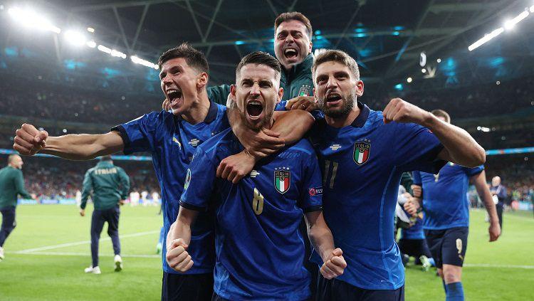 Timnas Italia berhasil lolos secara dramatis ke final Euro 2020 setelah memenangi drama adu penalti 4-2 atas Spanyol setelah hasil pertandingan waktu normal berakhir imbang 1-1 di Stadion Wembley, Inggris, Rabu (07/07/21). Copyright: © twitter @Vivo_Azzurro