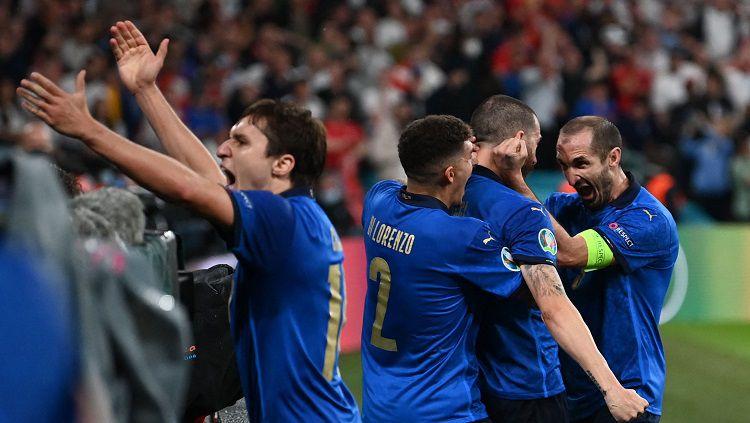 Timnas Italia merayakan gol ke gawang Inggris di final Euro 2020, Senin (12/07/21) dini hari WIB. Copyright: © @EURO2020