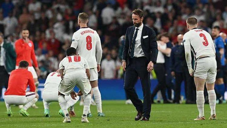 Gelagat yang diperlihatkan oleh Gareth Southgate menjadi bukti bahwa Inggris akan kalah dari Italia di final Euro 2020. Copyright: © REUTERS/Paul Ellis