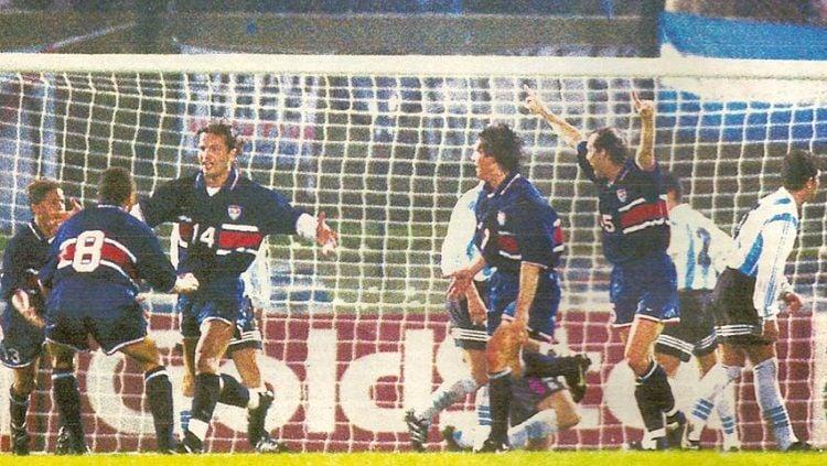 Pertandingan Copa America antara Amerika Serikat versus Argentina, 14 Juli 1995. Copyright: © El Grafico