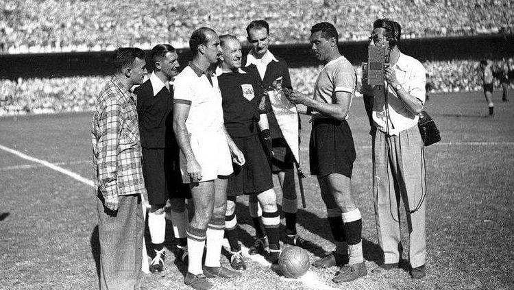 Pertandingan final Piala Dunia antara Uruguay versus Brasil, 17 Juli 1950. Copyright: © FIFA