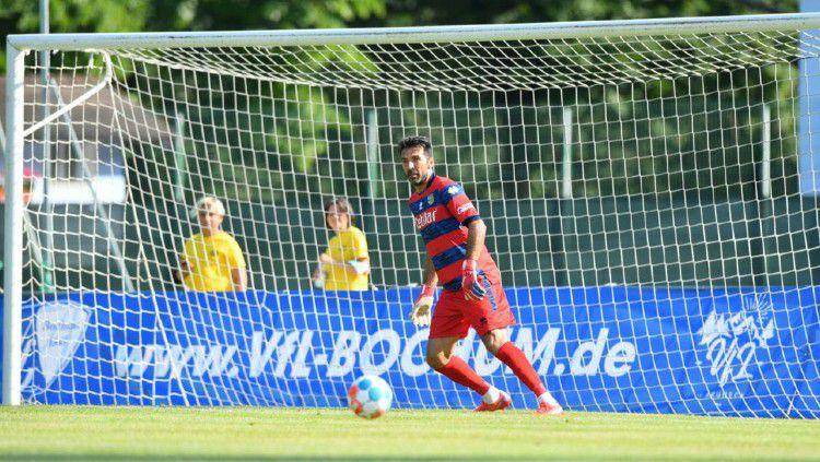 Gianluigi Buffon kala menjalani 'debutnya' bersama Parma. Copyright: © twitter.com/gianluigibuffon