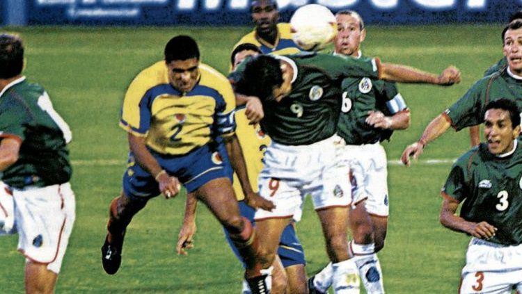 Ivan Cordoba mencetak gol kemenangan Kolombia dalam pertandingan final Copa America kontra Meksiko, 29 Juli 2001. Copyright: © Conmebol