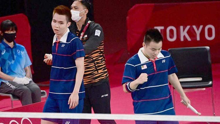 Selebrasi Aaron Chia/Soh Wooi Yik usai kalahkan Marcus/Kevin di Olimpiade Tokyo 2020. Copyright: © PEDRO PARDO/AFP via Getty Images