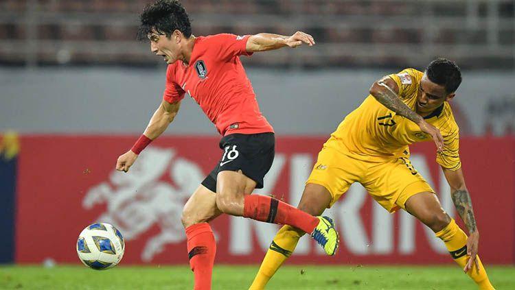Indosport - Pemain Timnas Kore Selatan, Jeong Seung Won (kiri).