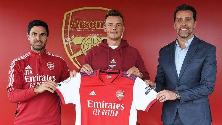 Ben White resmi diperkenalkan sebagai pemain baru Arsenal. Copyright: © arsenal.com
