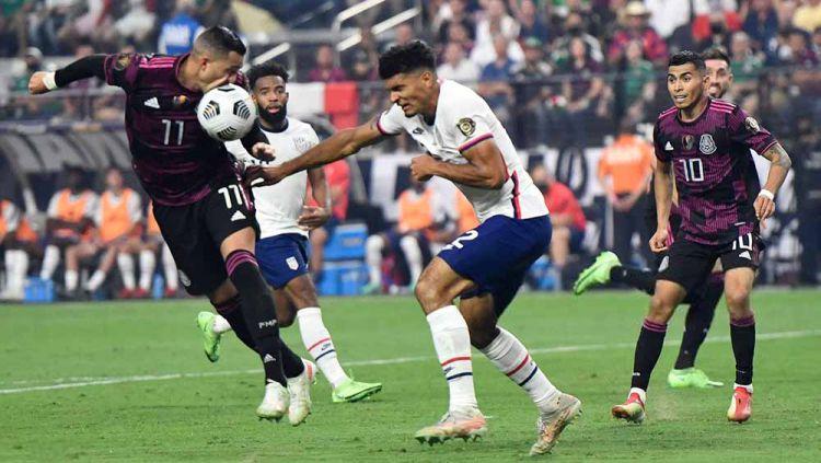 Situasi laga antara Amerika Serikat vs Meksiko di partai final Gold Cup 2021. Copyright: © PATRICK T. FALLON/AFP via Getty Images