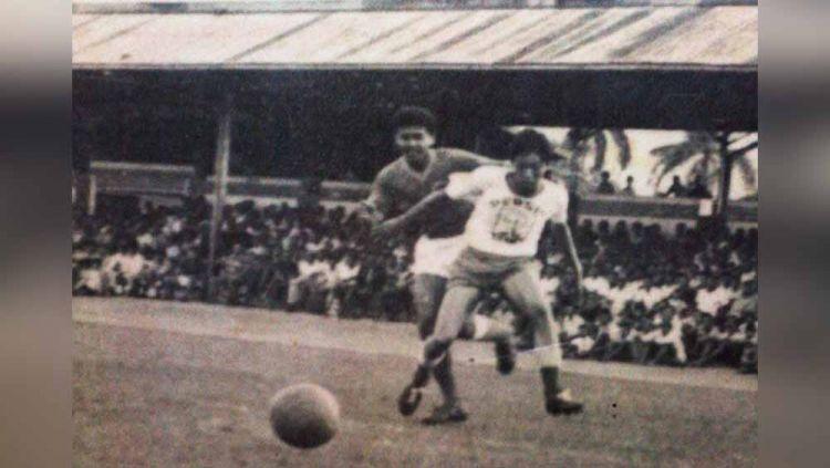 Frans Setiabudi ketika membela Persis Solo dalam sebuah pertandingan pada tahun 1968. Copyright: © Dok Frans Setiabudi