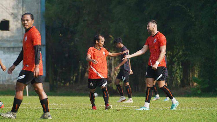Persija Jakarta berhasil meraih kemenangan tipis 1-0 saat melakoni uji coba melawan tim Liga 2, Dewa United di Lapangan POT, Sawangan, Depok, Kamis (19/08/21). Copyright: © Khairul Imam/Persija
