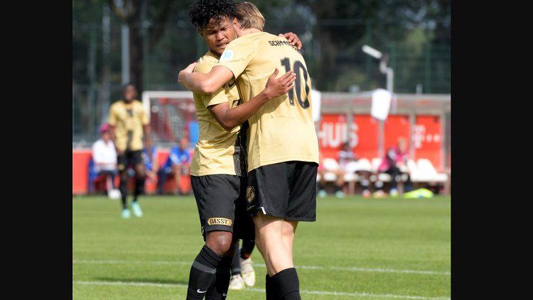Penampilan Bagus Kahfi usai mencetak dua gol dan membawa timnya menang mendapatkan sanjungan dari FC Utrecht. Copyright: © Twitter @fcutrecht