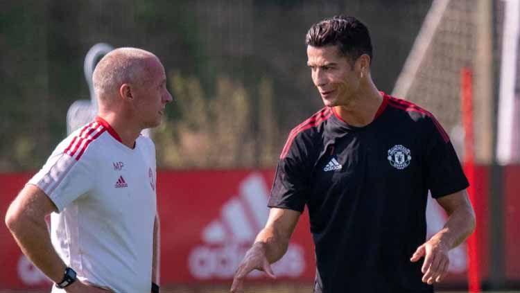 Pelatih Manchester United, Ole Gunnar Solskjaer menolak permintaan Cristiano Ronaldo yang mendesaknya untuk main lawan West Ham United di Carabao Cup. Copyright: © thesun.co.uk