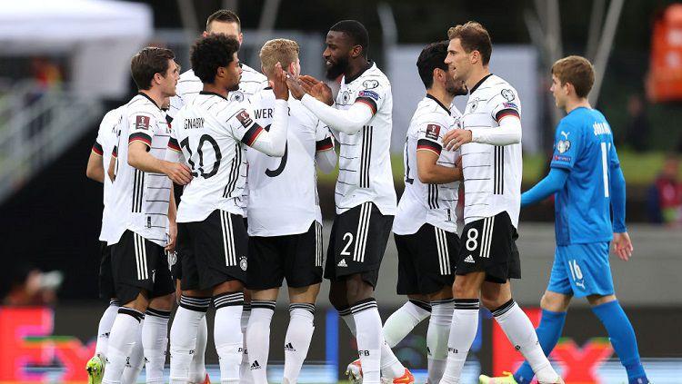 Berikut hasil pertandingan kualifikasi Piala Dunia antara Islandia vs Jerman. Diwarnai aksi apik pemain Munchen dan Chelsea, tim Panser hajar tuan rumah. Copyright: © Twitter @DFB_Team_EN