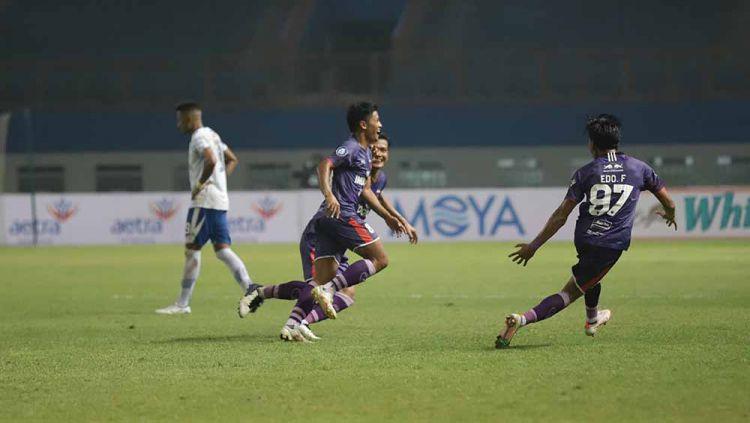Laga pertandingan antara Persita Tangerang vs Persib Bandung. Copyright: © Official Persita