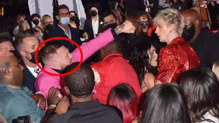 Momen Conor McGregor ngamuk di MTV Video Music Awards Copyright: © Artikel ini telah tayang di www.inews.id dengan judul