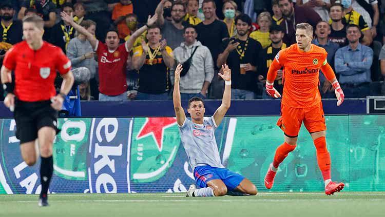 Cristiano Ronaldo protes tak dapat penalti di laga Young Boys vs Manchester United. Copyright: © REUTERS
