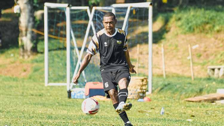 Pemain baru Dewa United FC, Yustinus Pae Copyright: © Dewa United FC