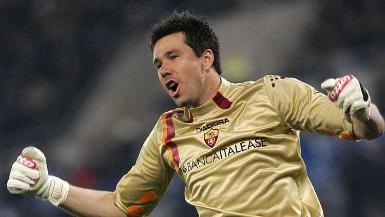 Donieber Alexander Marangon pernah dipermalukan Manchester United saat masih berseragam AS Roma. Copyright: © CARLO BARONCINI/AFP via Getty Images