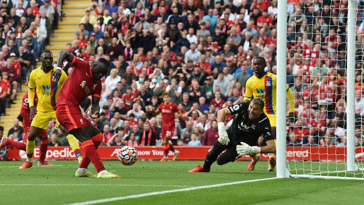 Proses gol Sadion Mane di laga Liverpool vs Crystal Palace (18/09/21). Copyright: © twitter.com/premierleague