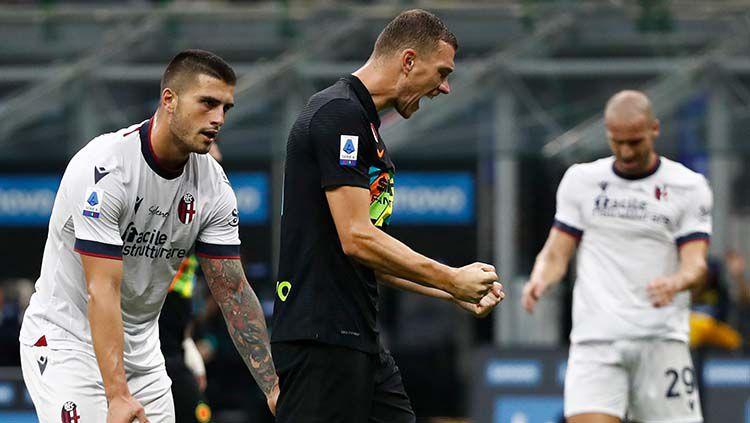 Datang sebagai pemain gratisan di usia 35 tahun, Edin Dzeko mampu tampil tajam di Liga Italia musim ini dan membantu Inter Milan melupakan Romelu Lukaku. Copyright: © REUTERS