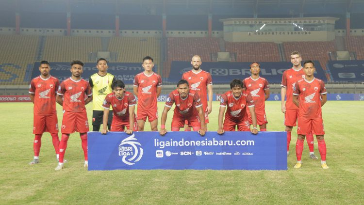 Starting eleven PSM saat menghadapi Persebaya pada laga Liga 1 di Stadion Si Jalak Harupat, Sabtu (18/09/21). Copyright: © Media Officer PSM