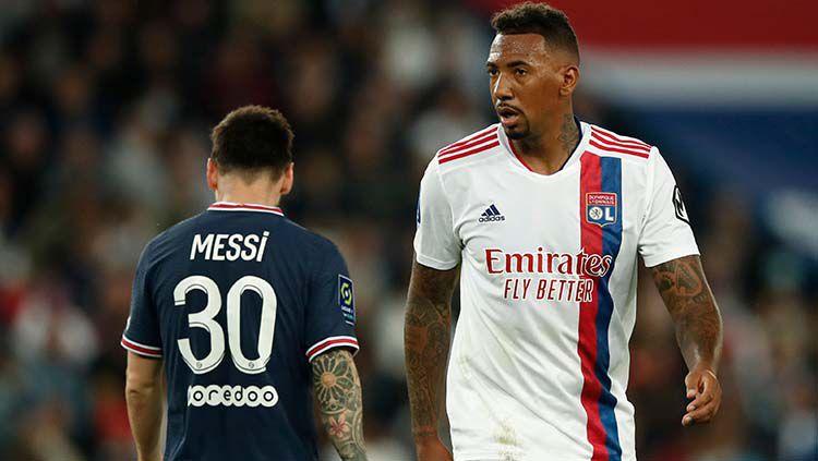 Lionel Messi dan Jerome Boateng di laga PSG vs Lyon. Copyright: © REUTERS