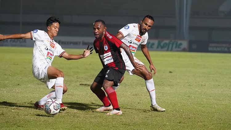 Pertandingan Liga 1 antara Persipura vs Persija di Indomilk Arena, Minggu (19/09/21). Copyright: © Khairul Imam/persija