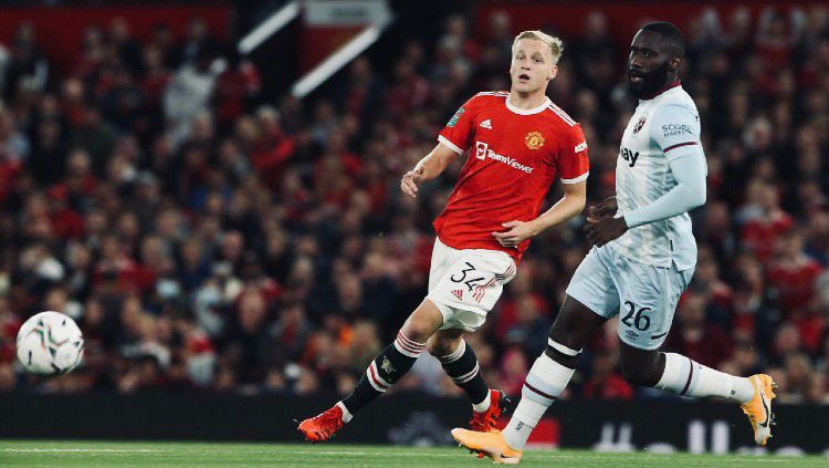 Aksi Donny van de Beek di laga Manchester United vs West Ham (23/09/21). Copyright: © twitter.com/ManUtd