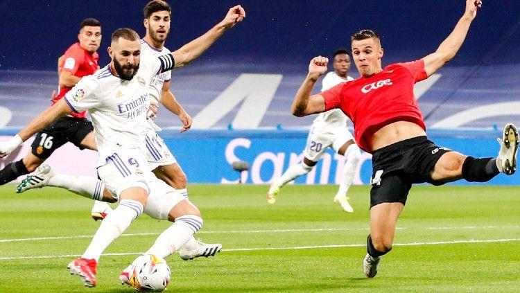 Aksi Karim Benzema di laga Real Madrid vs Real Mallorca (23/09/21). Copyright: © twitter.com/realmadriden