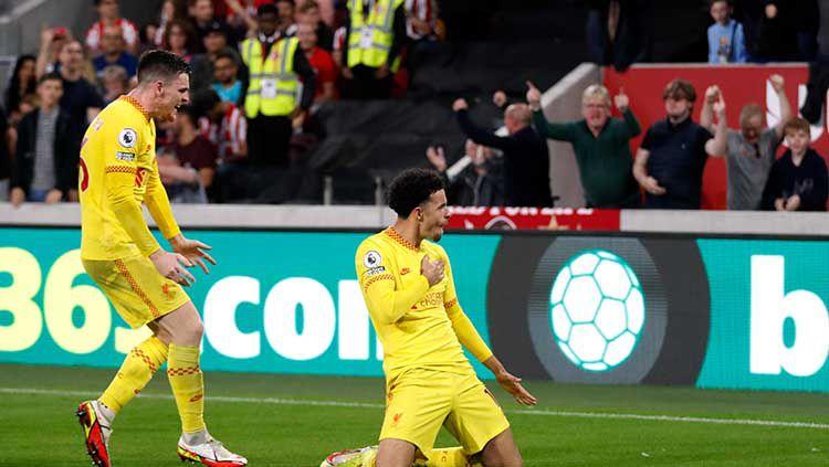 Selebrasi gol Curtis Jones di laga Brentford vs Liverpool. Copyright: © REUTERS