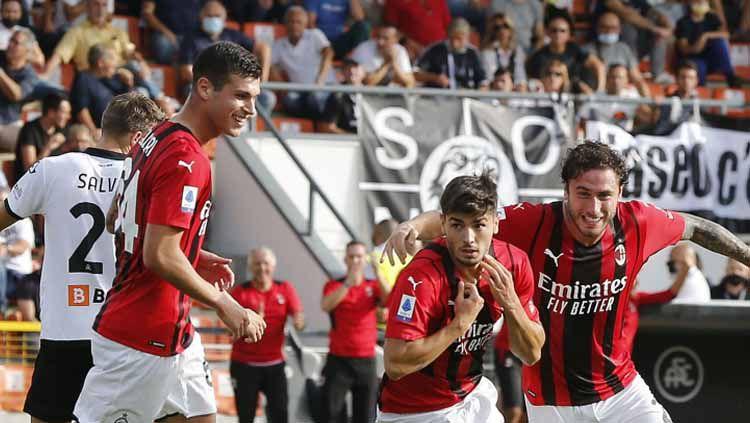 AC Milan terancam ambruk setelah 9 pemain mereka dikabarkan harus menepi karena cedera dan pemulihan pasca cedera. Copyright: © Gabriele Maltinti/Getty Images
