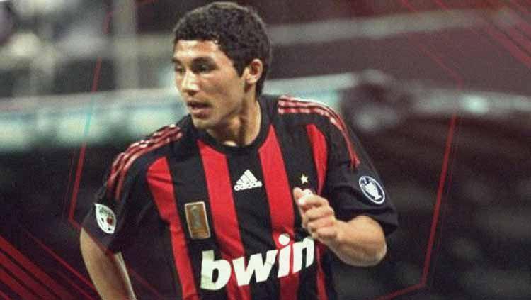 Tabare Viudez saat berseragam AC Milan. Copyright: © The World News